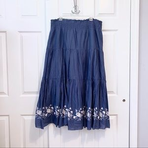 🌻Old Navy • Embroidered, Tiered Maxi Skirt
